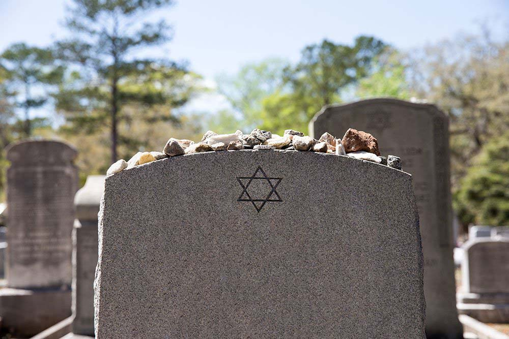 What to Expect When Attending a Jewish Funeral